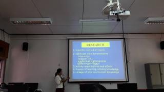 """ดร.ลำพอง กลมกุล และคณะเป็นวิทยากรบรรยายพิเศษการใช้สื่อการวิจัย """"LISREL"""""""